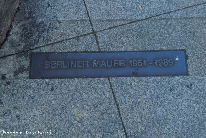 Memorial tablet for Berlin Wall (Berliner Mauer)