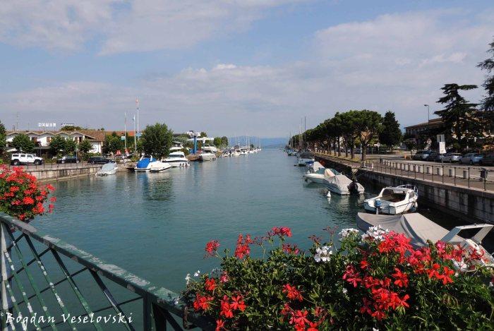 Mincio River leading to Garda Lake seen from the Bridge of Brescia Gate (Fiume Mincio visto dalla Ponte di Porta Brescia)