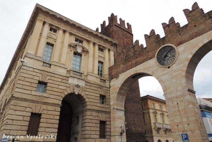 02. Bra gate (Portoni della Bra)