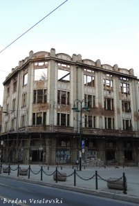 02. Destroyed building with bullet holes on Mula Mustafe Bašeskije Street