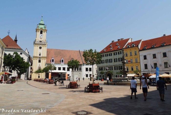 02. Main Square - Old Town Hall & Roland Fountain (Hlavné námestie - Stará radnica & Rolandova fontána)