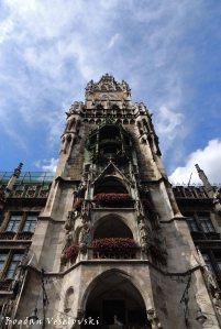 03. New Town Hall Clock Tower - Glockenspiel (Neues Rathaus)