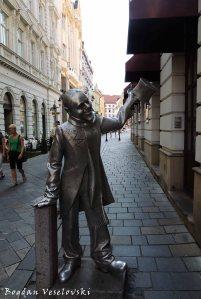 04.  Statue of Schöner Náci from Rybarká Brána