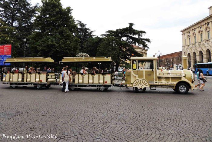 05. Tourist train in Piazza Bra