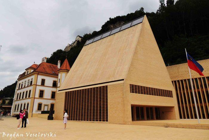 06. Vaduz Castle, Administrator's House & Parliament Building (Schloß Vaduz, 'Verweserhaus' & Landtagsgebäude des Fürstentums Liechtenstein)