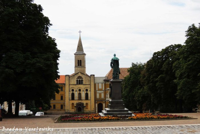 07. Ignác Szepesy statue & Our Lady Church of the Female Order of Notre Dame (Miasszonyunk Zárdatemplom)