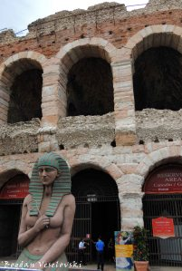 08. Stage property for Aida in front of the Verona Arena