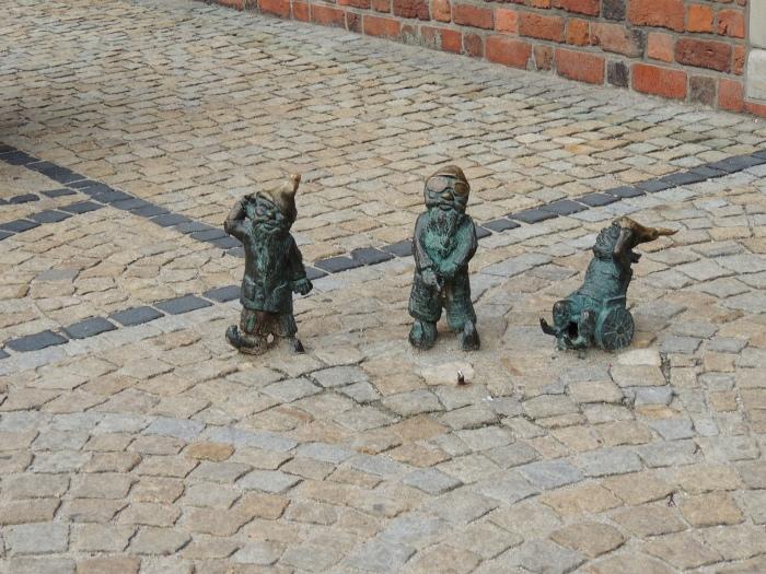08. Wrocław's dwarfs - Ambasadorzy kampanii 'Wrocław bez barier' (Głuchak, Ślepak, W-Skers) near the City Museum (Muzeum Sztuki Mieszczańskiej, Rynek Ratusz 1)