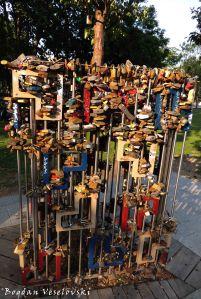 09. Love locks in Erzsébet Square (Erzsébet tér)