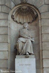 12. Franz Liszt Statue