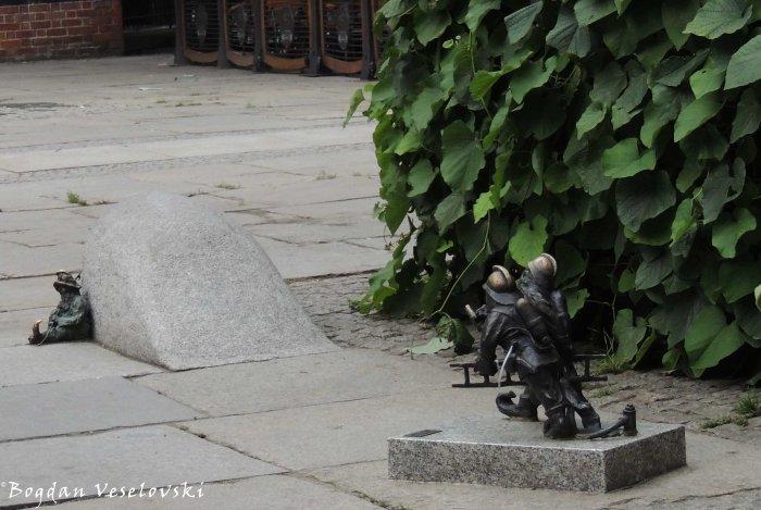15. Wrocław's dwarfs - Firemen (Pożarki) from the square in front of St. Elizabeth's Church, św. Elżbiety 1