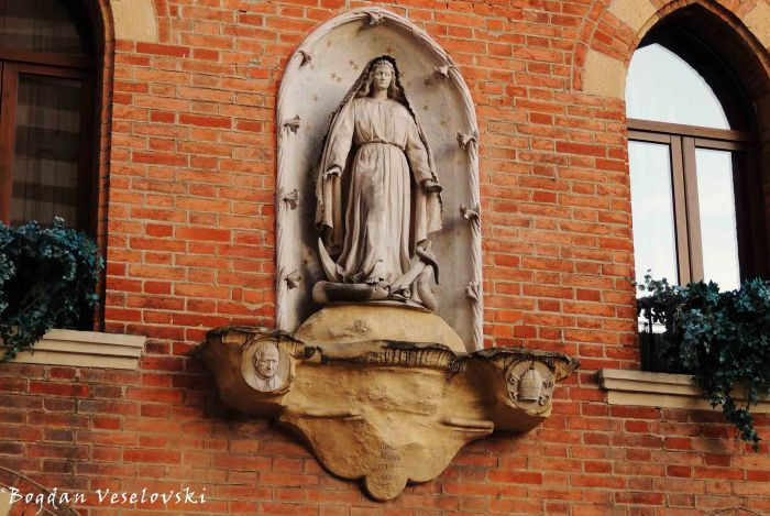 20. Statue of Mary