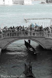 25. Ponte della Paglia
