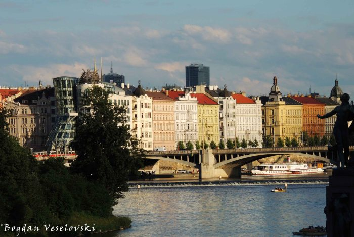 41. Vltava & Dancing House & Jiráskův Bridge