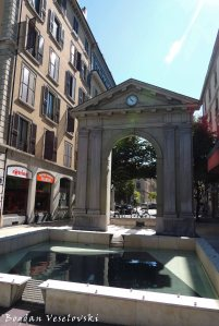 02. Arch from Place des XXII Cantons