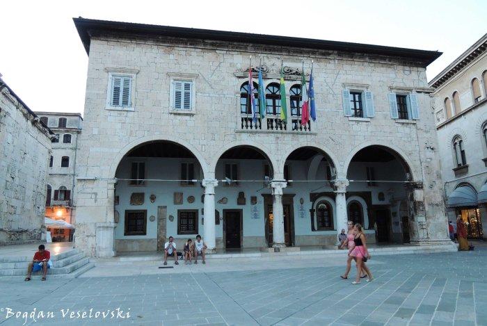 04. Pula Communal Palace