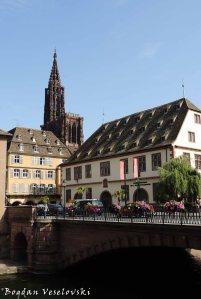 05. Corbeau Bridge, Strasbourg Cathedral & Historical museum of Strasbourg (Pont du Corbeau, Cathédrale Notre-Dame & Musée historique de la ville de Strasbourg)