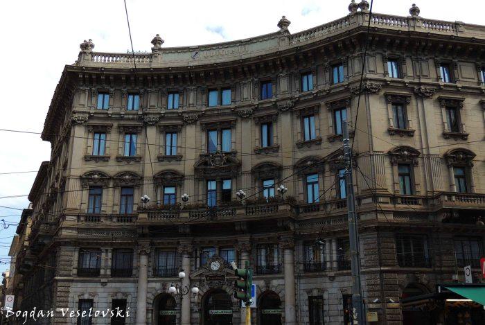 06. Unicredit Bank building in Piazza Cordusio (Palazzo del Credito Italiano)