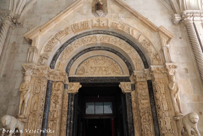08. Portal of Cathedral of St. Lawrence done by Radovan in 1240