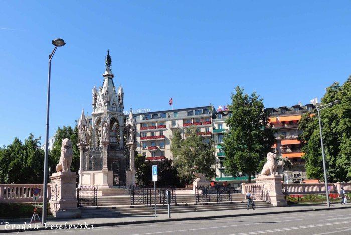09. Brunswick Monument