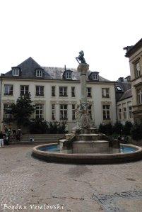 09. Dicks-Lentz monument