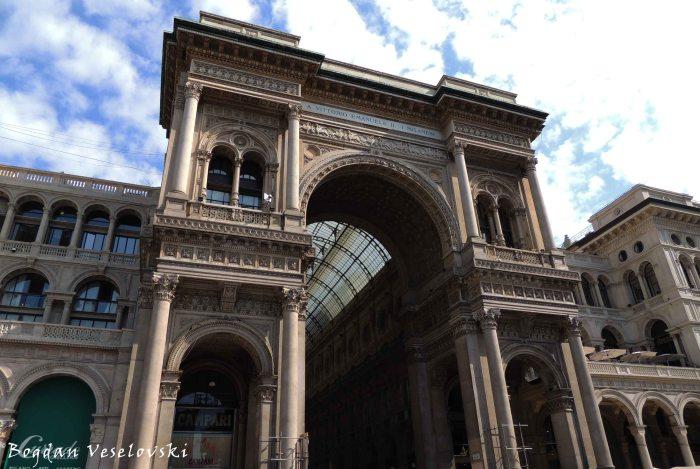 09. Galleria Vittorio Emanuele II's triumphal arch