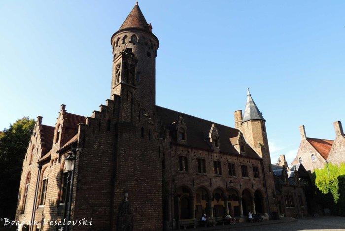 09. Gruuthuse courtyard & Caretaker and lapidary (Conciërgewoning en lapidarium)