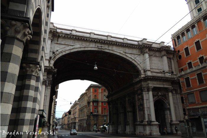 09. Ponte monumentale over Via XX Settembre