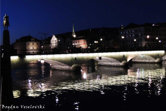 11. Münsterbrücke over Limmat river by night