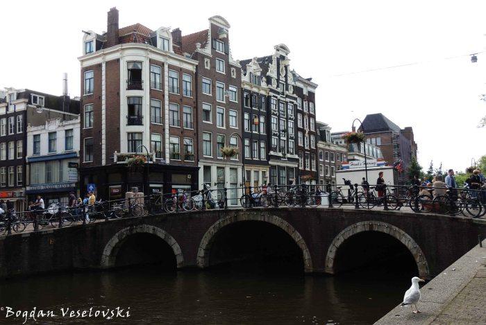 12. Bridge over Oudezijds Voorburgwal