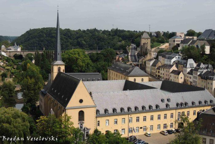 16. Johanneskirche & Neumünster Abbey