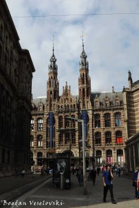 18. Magna Plaza shoppingmall (Former Amsterdam Main Postoffice)