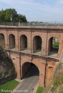 19. Pont du château