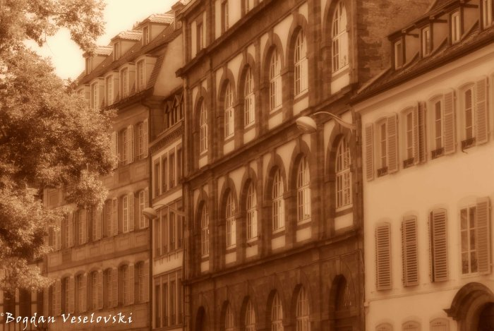 Quai Finkwiller - Buildings on the bank of the river Ill