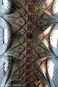 31. A view of the vaulted ceiling of showing the extensive lace-like structure - Bern Minster (Berner Münster)