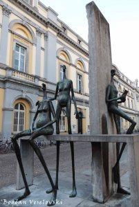 31. Statues by Joz Loose in Kuiperstraat