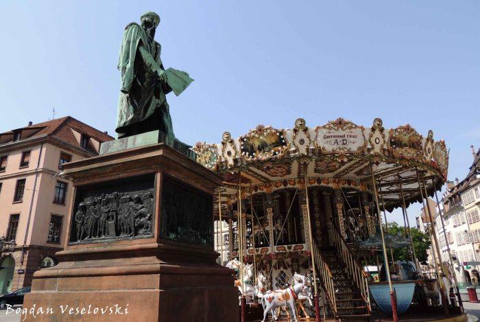 32. Place Gutenberg - Gutenberg Statue & Carousel