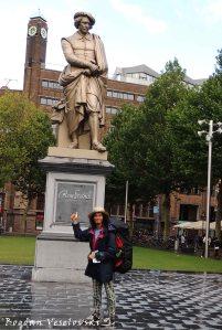 35. Rembrandt monument on Rembrandtplein