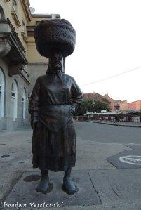 35. Statue in Dolac Market