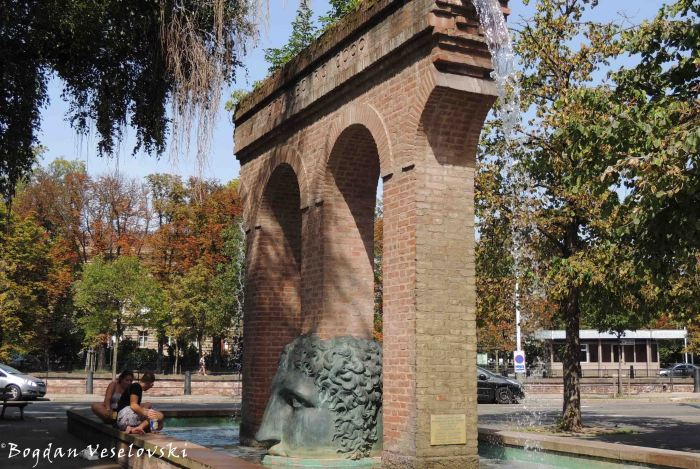 37. Janus Fountain by Tomi Ungerer, Place Broglie (Fontaine de Janus / Naissance de la civilisation)