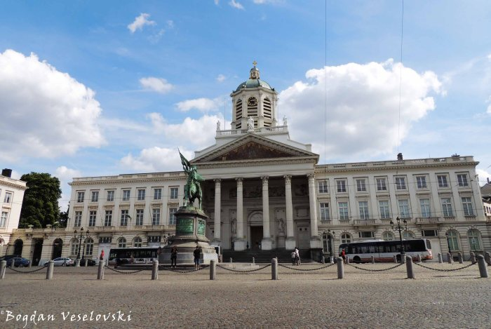 42. Place Royale - The statue of Godfrey of Bouillon & Saint Jacques-sur-Coudenberg