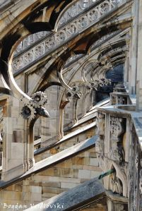 45. Flying buttresses