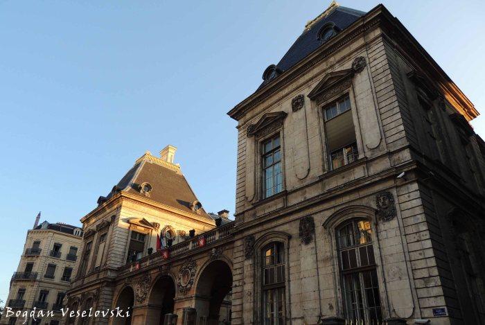 47. Hôtel de Ville - façade Place de la Comédie