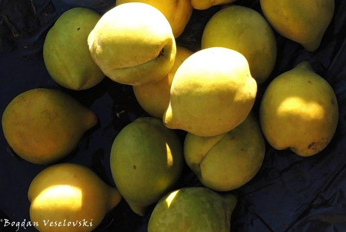 Mapichesi (peaches in Limbe)