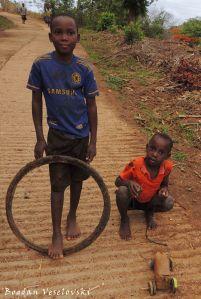 Tayala & chidole cha galimoto (tire & toy car)