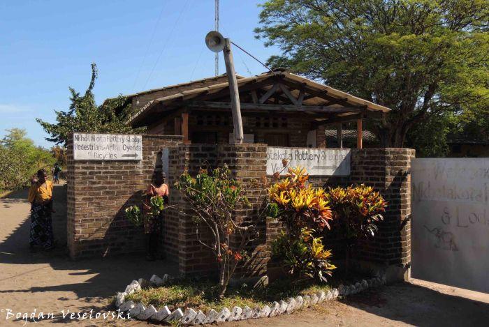 Nkhotakota Pottery & Lodge entrance