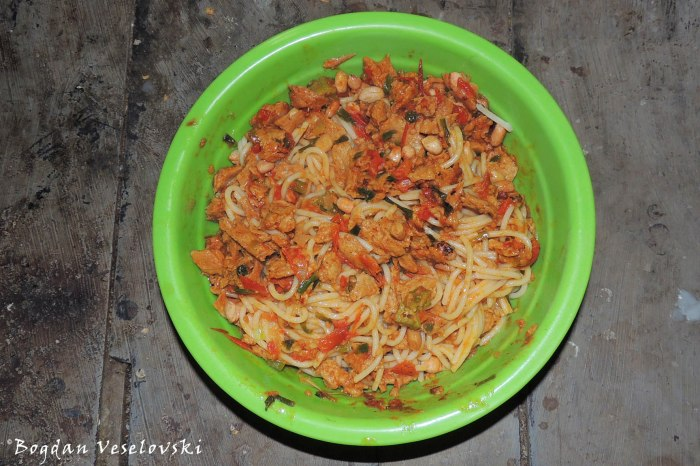 Spaghetti with soya, groundnuts, okra, tomatoes & green onion