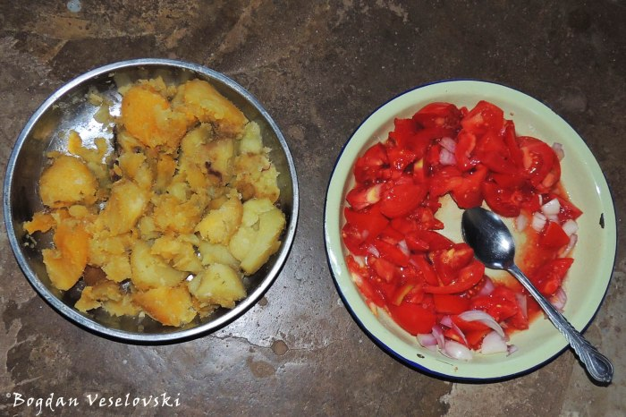 Sweet potatoes with tomatoes & onions salad