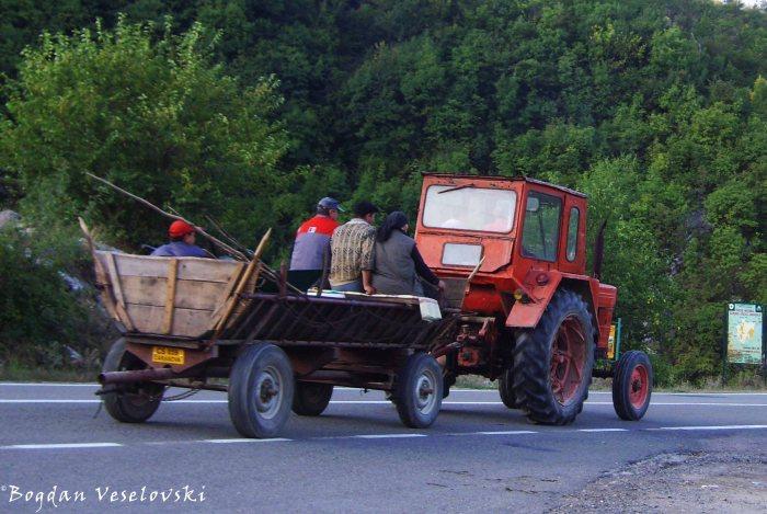 Wagon tractor