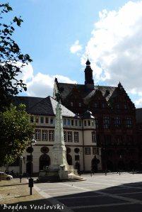 St. Paul's Square - The new city hall, The Unity Monument & Ratskeller (Paulsplatz - Das Neue Rathaus, Einheitsdenkmal & Ratskeller)